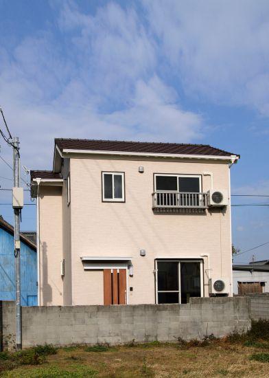 路地沿いの家
