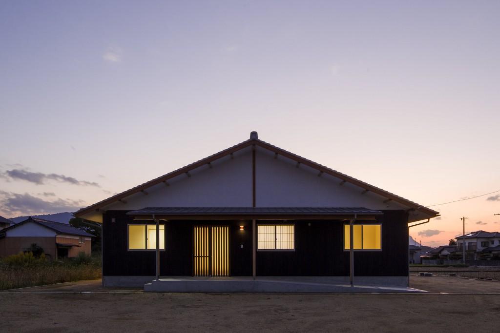 まんのう 切妻屋根の家